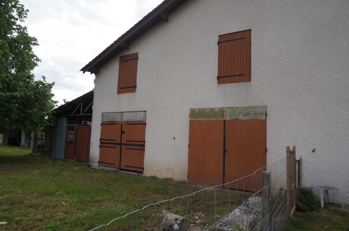 COUTRAS – Maison à rénover avec dépendances 6