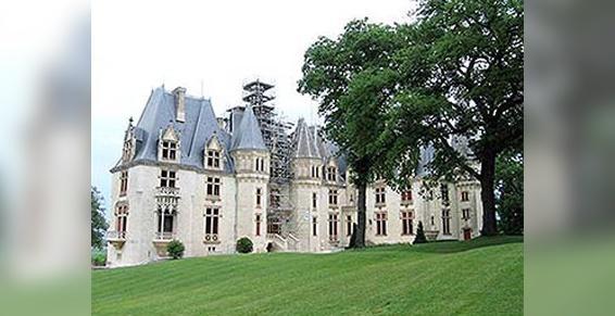 Camblong s'occupe de la restauration de couvertures de châteaux