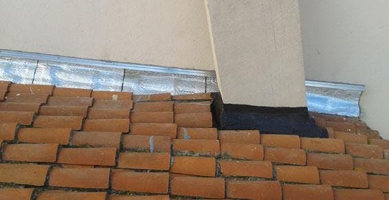 Réparation sur toiture tuiles