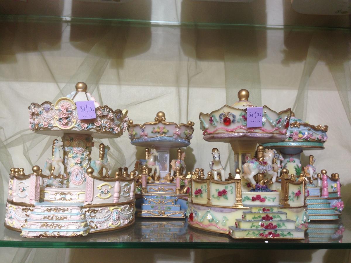 De très jolis articles de décoration - A Noël - Joupi