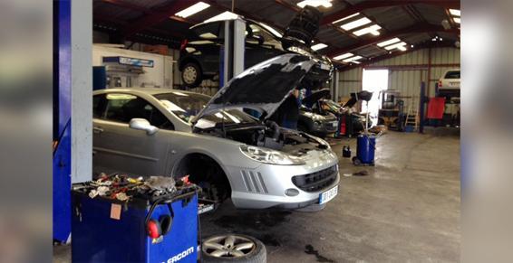 Garages automobiles - Recherche de pannes mécaniques et électroniques