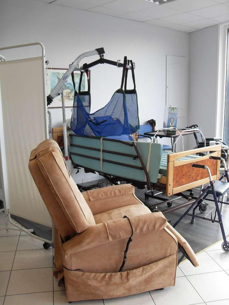 La Pharmacie de la Pyramide vous propose des fauteuils roulants