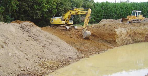 travaux publics - talutage du bassin et revégétalisation des berges
