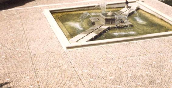 travaux publics - pose de pavé granit en «queue de paon»