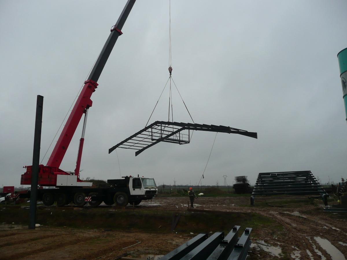 grue en action-construction  batiment industriel Evreux