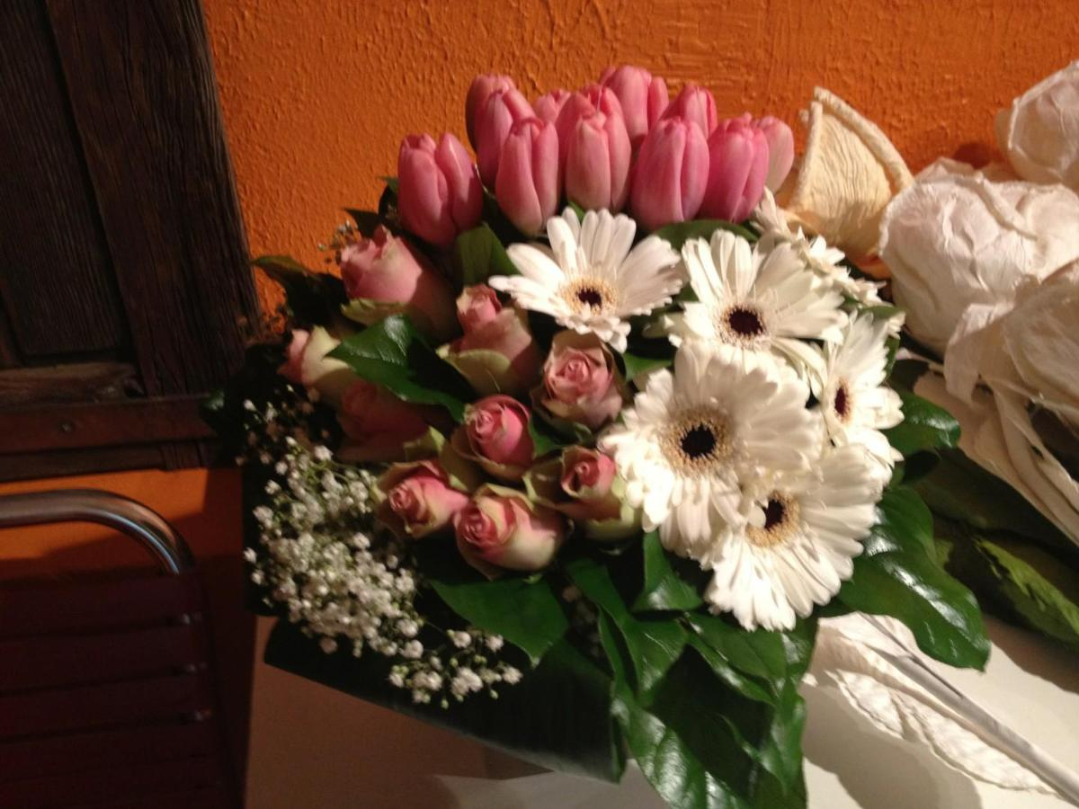 bouquet rond classique travaillé par touche de couleur