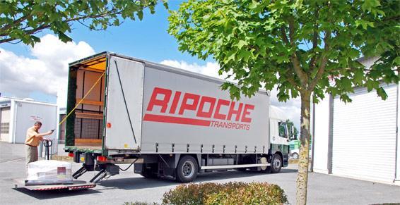 Transport routier lots et marchandises - déchargement de camion