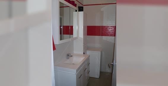 salles de bains - salle de bain rouge et blanche