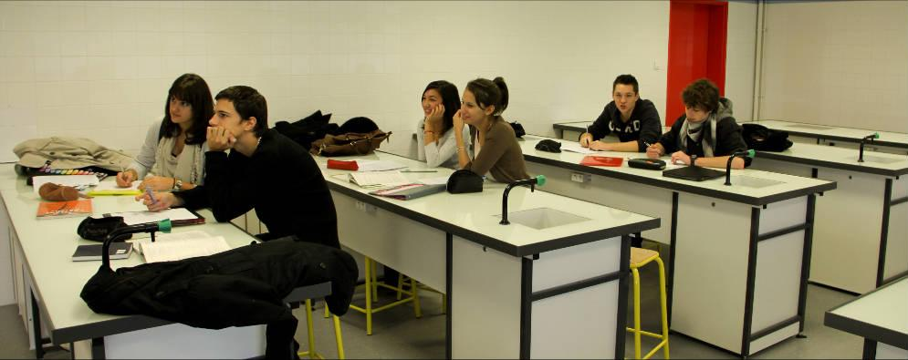 Des élèves de 1ère S à l'Institution Saint André.