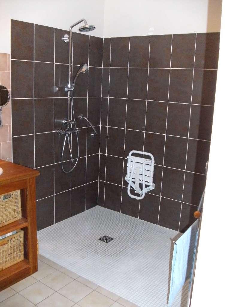 Douche à l'italienne réalisée dans l'hérault