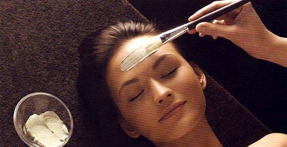 Soin de nettoyage visage traitant et relaxant