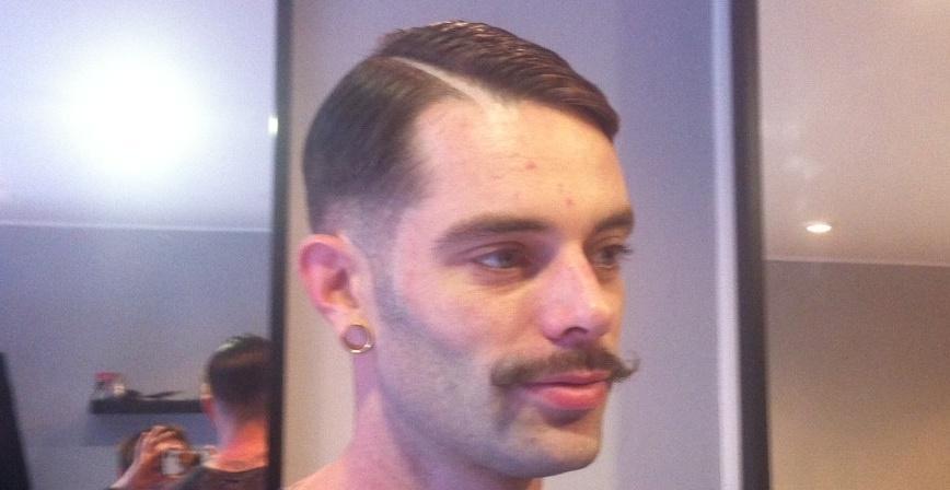 cire a moustache