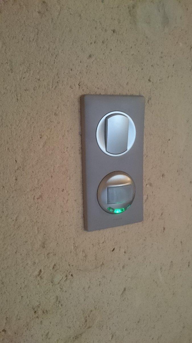 Interrupteur avec dectec teur de présence pour éclairage