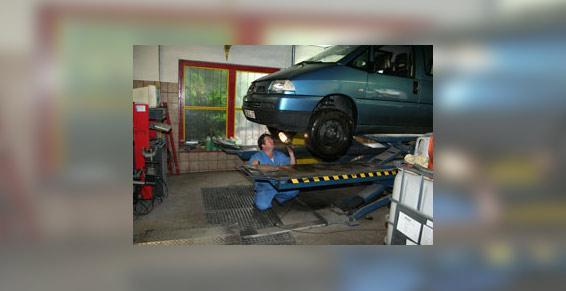 Carrosserie Muller-Wachenheim. Garage de réparation d'automobiles.