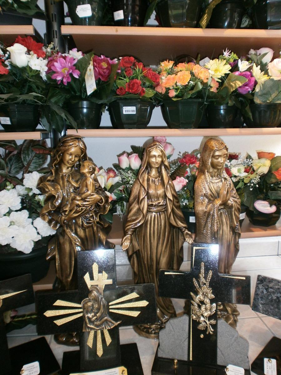Plaques, croix et vierges