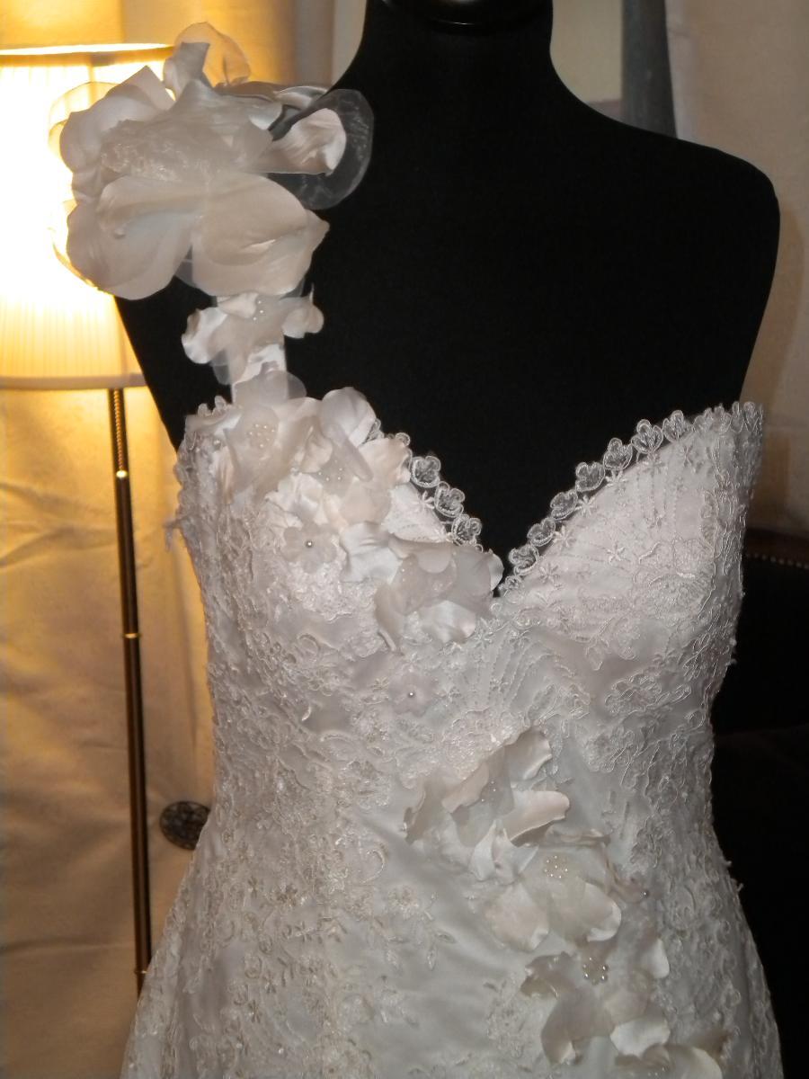Contactez nous pour découvrir toutes nos robes de mariée