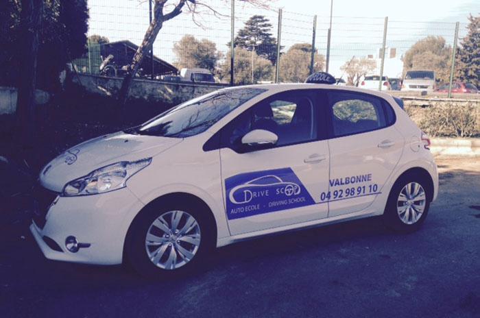 Apprentissage de la conduite avec la Peugeot 208 à Mougins