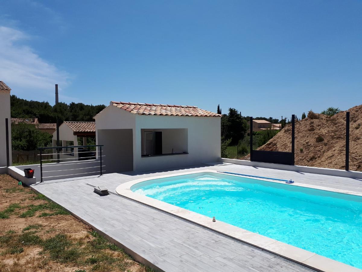 Pool house et dallage