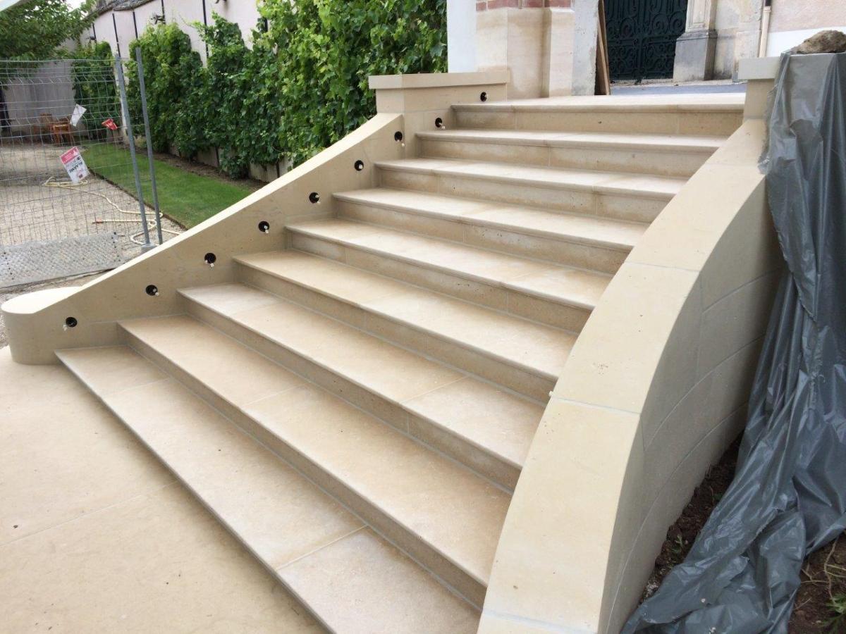 Escalier et limon massif (Epernay)