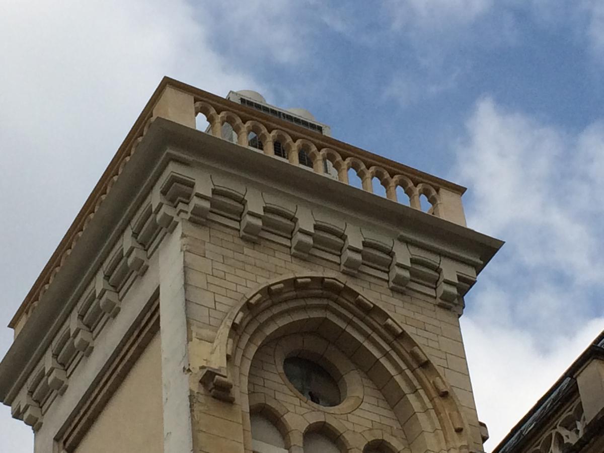 Balustrade Gothique ( Clinique Blomet, Paris)
