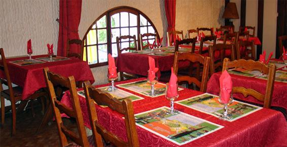 Auberge Chez Nous à Attigny - Restaurants