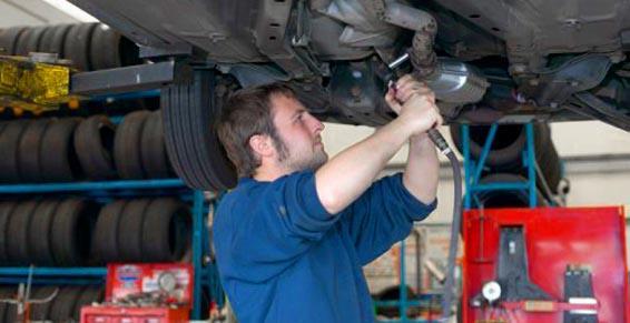 Garages automobiles, réparation - Contrôle et entretien