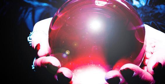 Voyance, cartomancie - L'avenir dans une boule de cristal