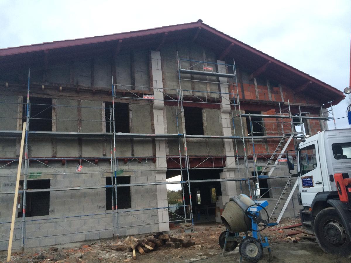 Façade Labourdine en construction