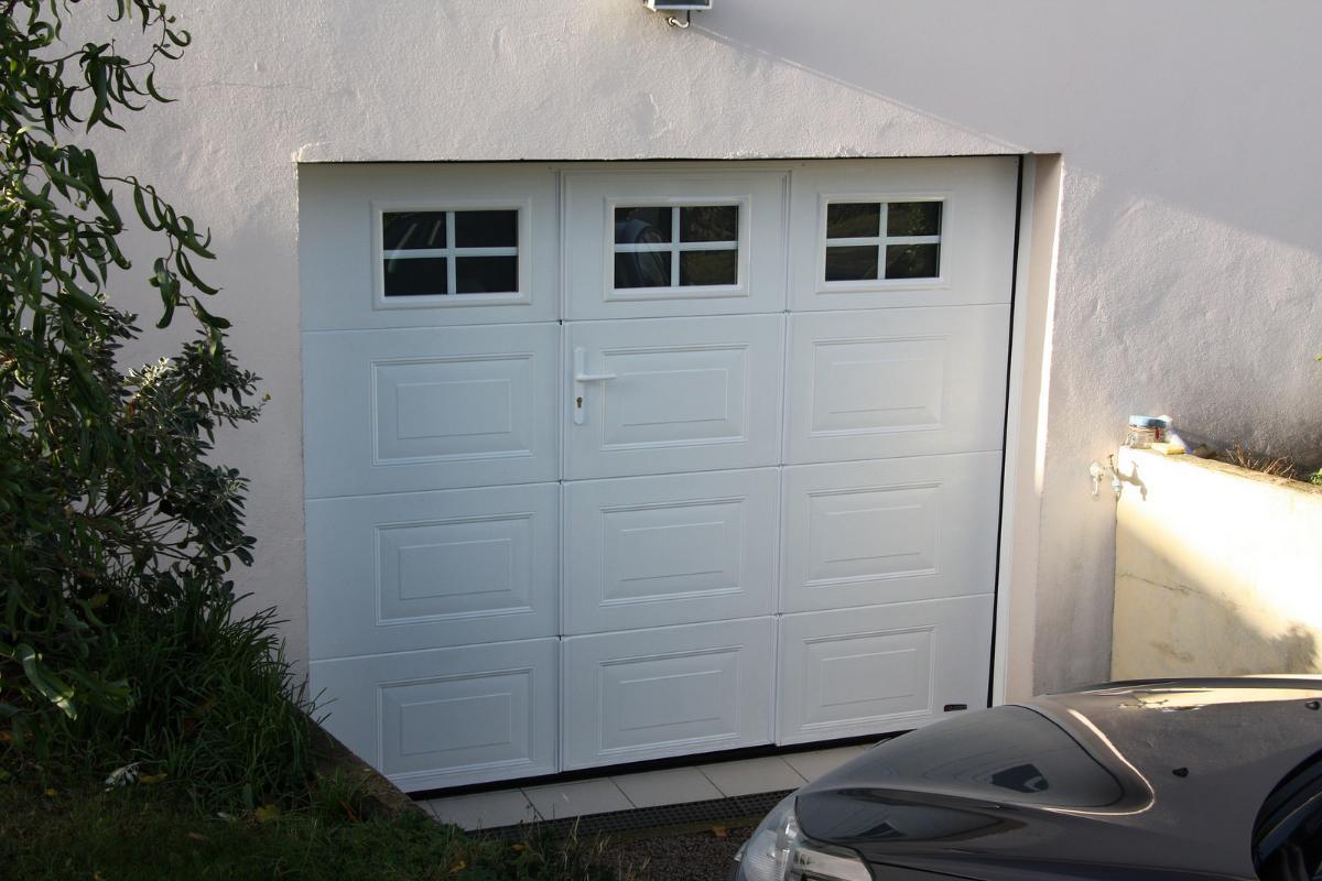 A.B.I Renov, porte de garage sectionnelle avec portillon dans l'Eure