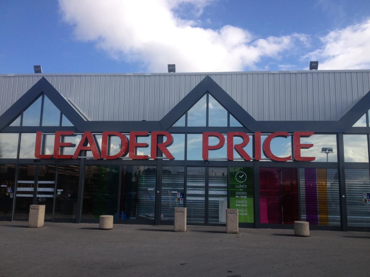 Graffiti à Recey-sur-Ource en Côte-d'Or (21) - Pose de l'enseigne Leader Price