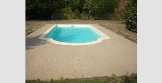 Béton désactivé tour piscine