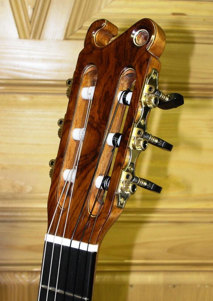 Tête de guitare type SIMON Th.