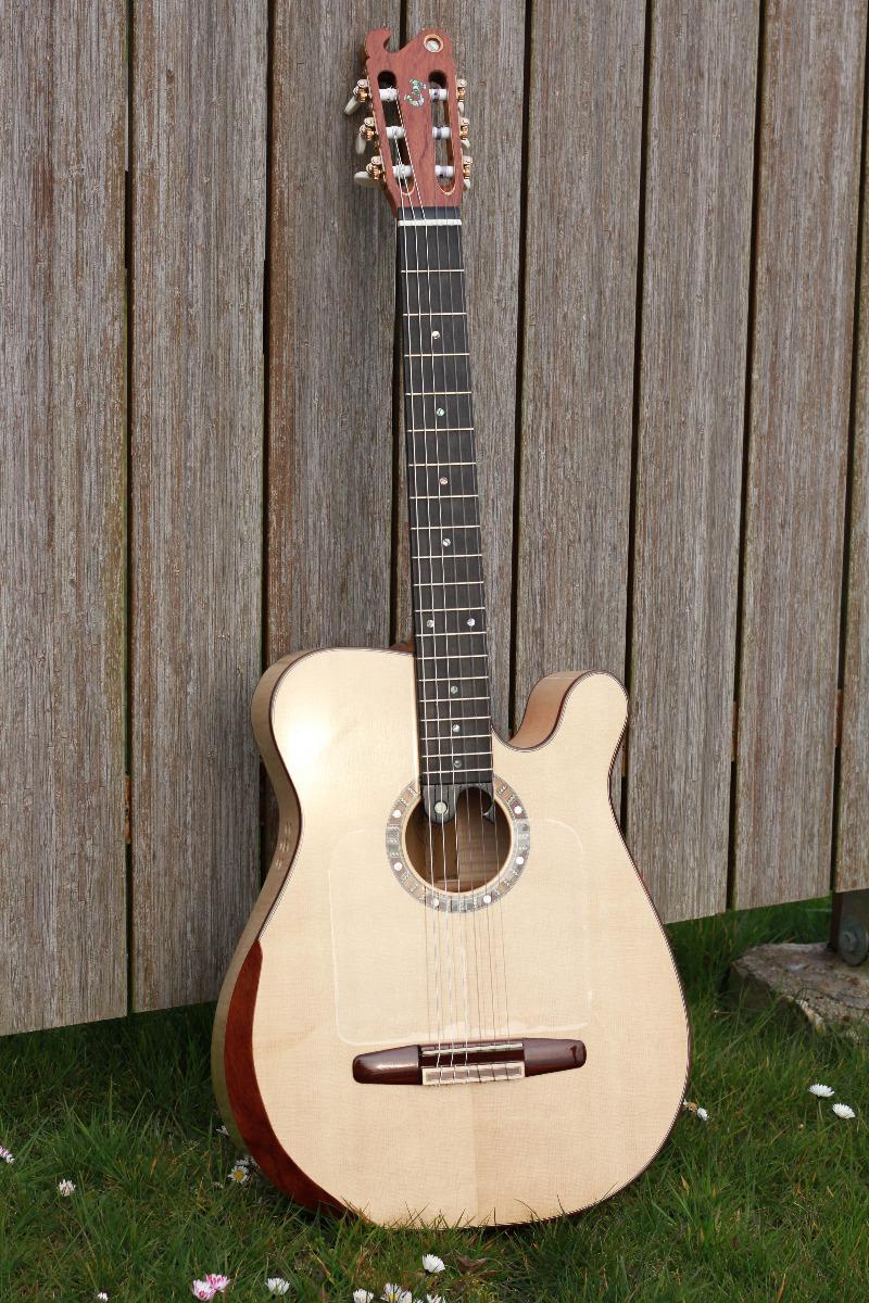 Guitare nylon GN201115