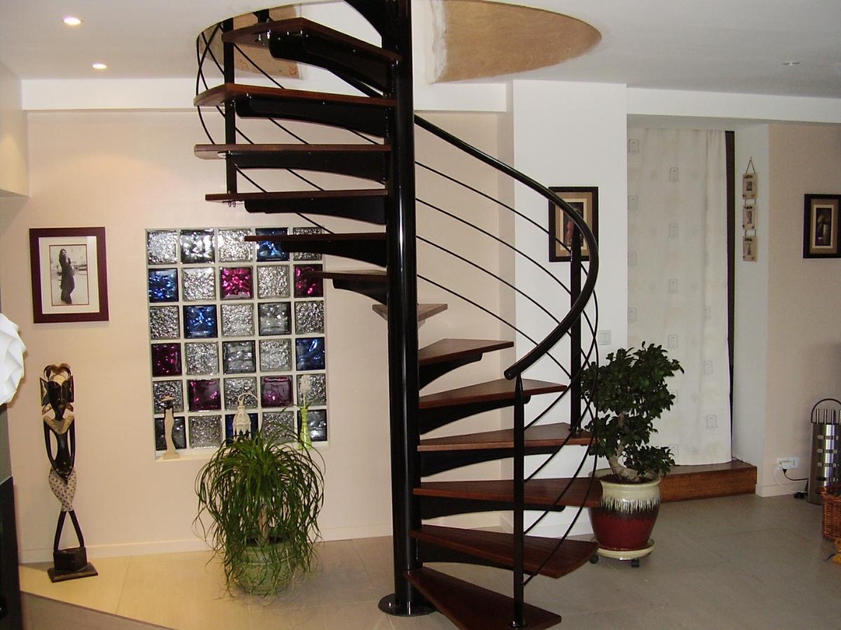 Pour un escalier assorti à votre intérieur, choisissez Alpha Métal.