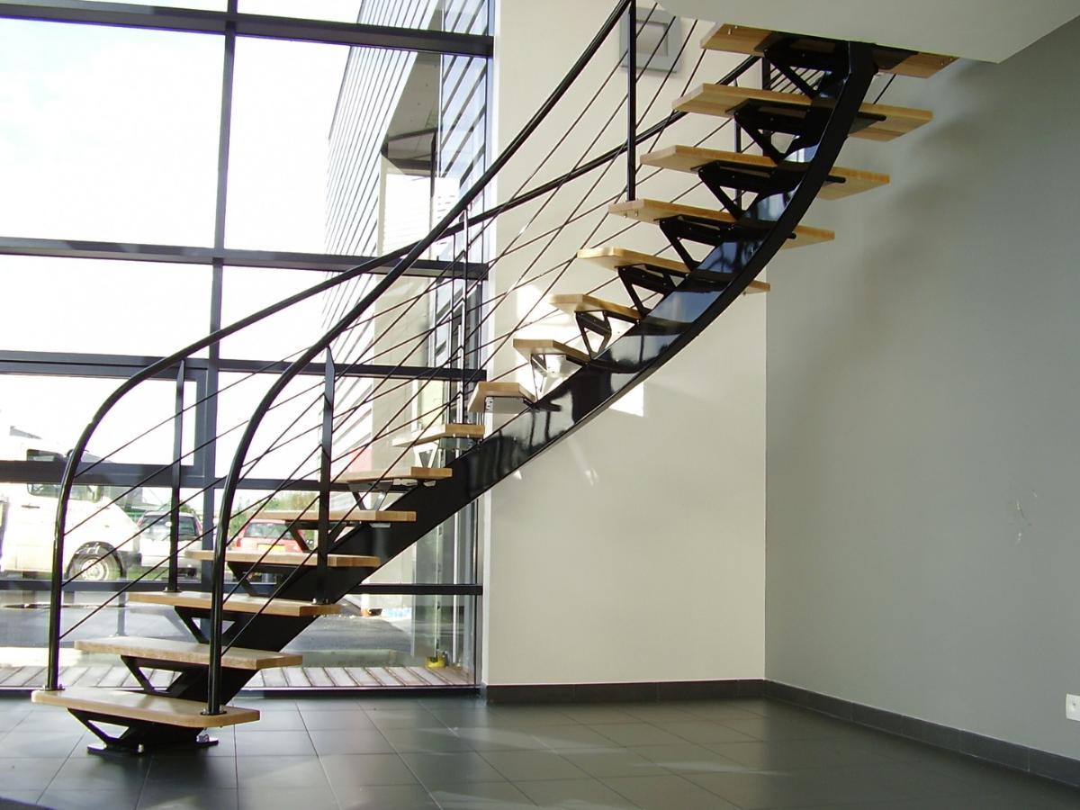 Alpha Métal réalise et installe des escaliers en bois et métal