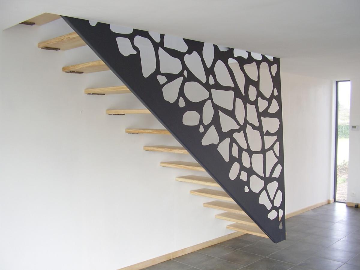 Pour un escalier personnalisé, pensez à Alpha Métal.