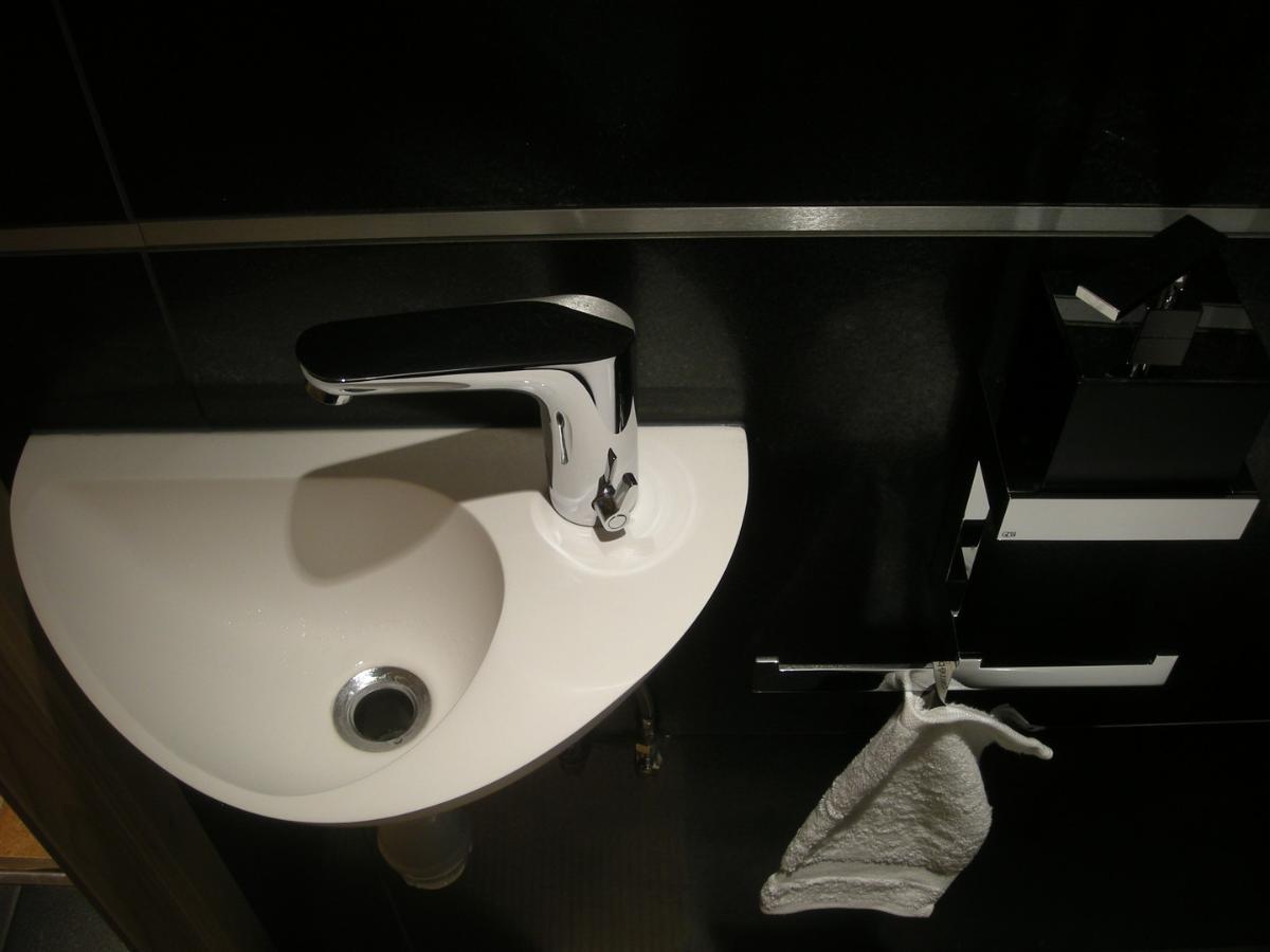 Lave-mains et accessoire